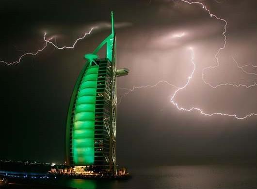闪电,迪拜