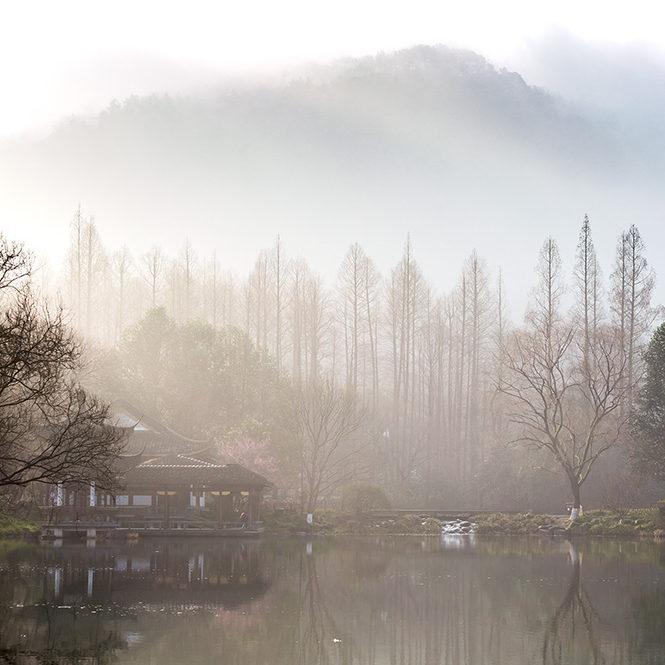 晨雾中的浴鸪湾